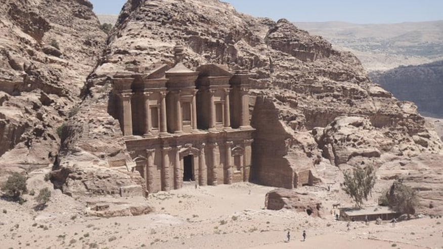 Tour Jordan valleys & the former capital of Nabataean Kingdom
