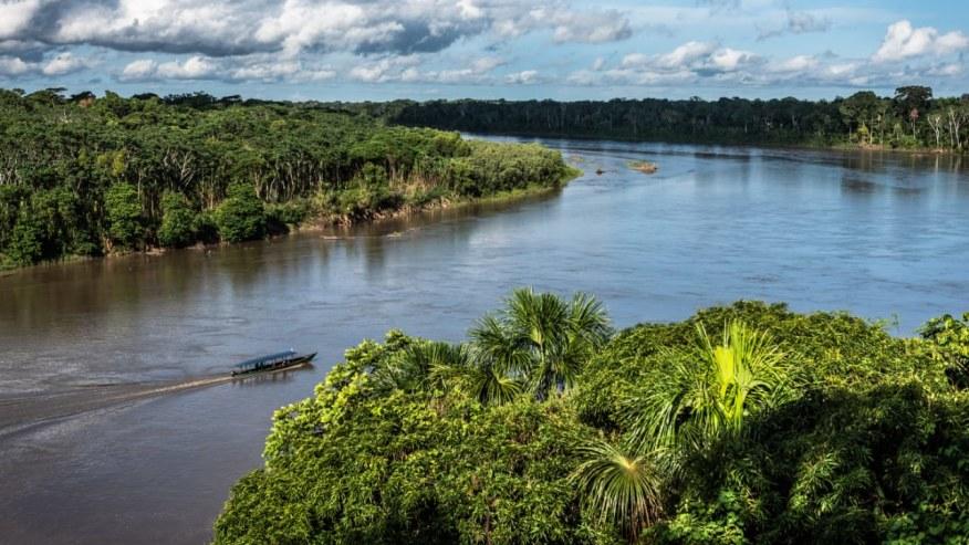 Boat trip along the Tambopata River