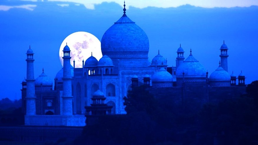 Admire the exceptional Taj Mahal & Agra Fort