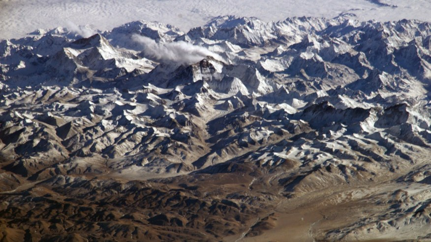 Take a Scenic Flight Over Mount Everest