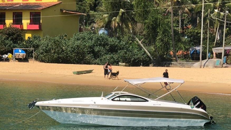 25 feet motor boat