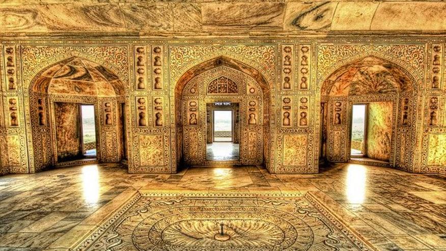 The marvellous hall of Taj Mahal