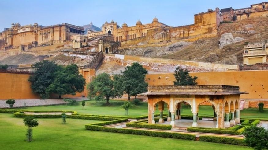 Way to Amber Fort