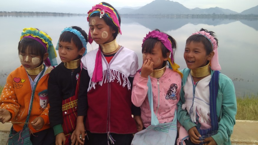 Padaung Children, Long neck generation