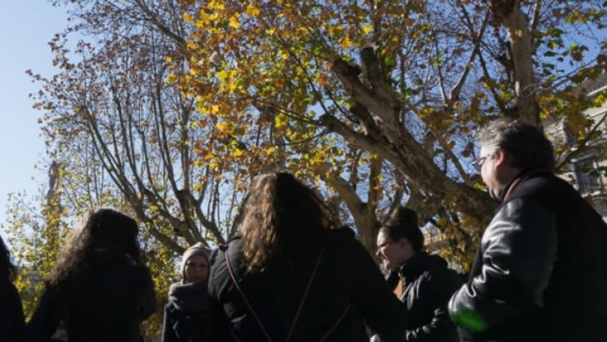 People listening to the guide