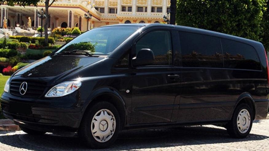 Tour minivan