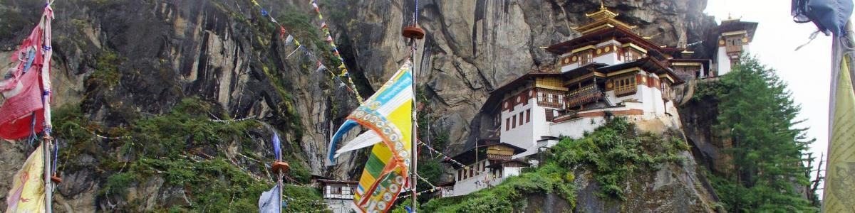 BOOK-BHUTAN-TOUR-in-Bhutan