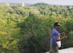 reyesestuardo-flores-tour-guide