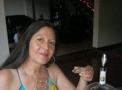 carla-santiago-tour-guide