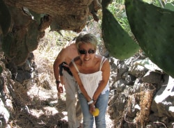 glykeria-santorini-tour-guide