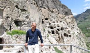 artur-borjomi-tour-guide