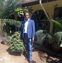 davidayumwilyimo-moshi-tour-guide