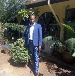 davidayumwi-moshi-tour-guide
