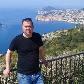 adam-tirana-tour-guide
