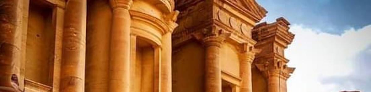 PETRA-MOUNTAINS-TOURS-in-Jordan