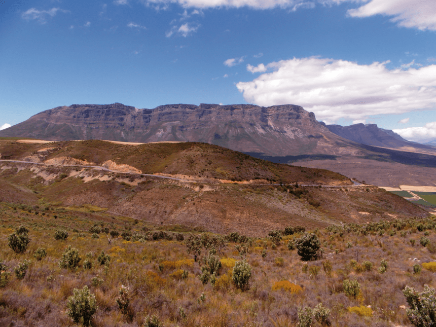 Gydoberg (Witteberg Formation) with the Bokkeveld Group in the foreground