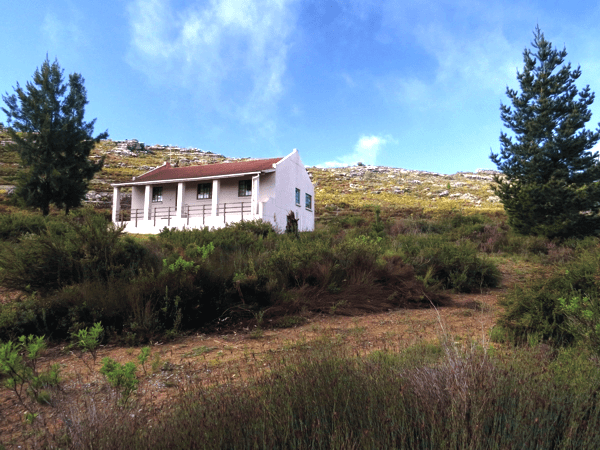 Aristea Berghuis • 3 bedrooms (Max 6 guests) • 2 bathrooms (master bedroom en suite facilities) • Standard kitchen appliances • Crockery & cutlery for 6 guests • Jetmaster fireplace • Outside braai area with spectacular views of St.Helena Bay