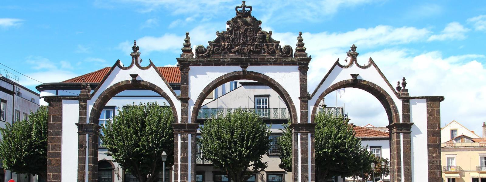 PontaDelgada-Tour-Guide