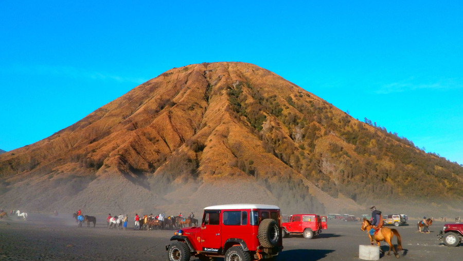 Batok Mountain, Bromo