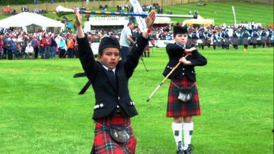 Scots-teenagers are very compatitive! -  Шотландские тинэйджеры - самые азартные в соревнованиях!