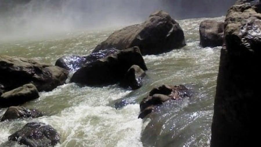 Diyaluma Water Falls