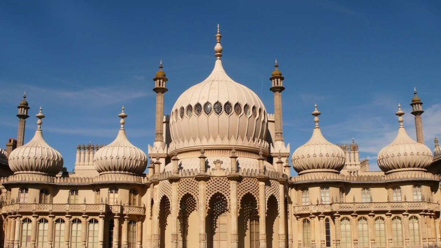 Discover the history behind the Royal Pavilion Palace on the Brighton Bike Tour. www.brightonbiketour.com