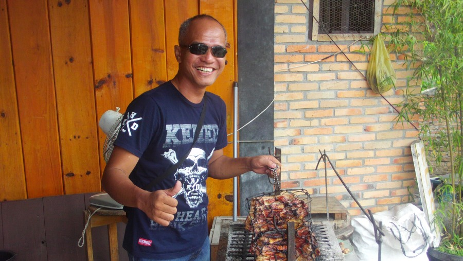 Roasted pork in tuk tuk - samosir island