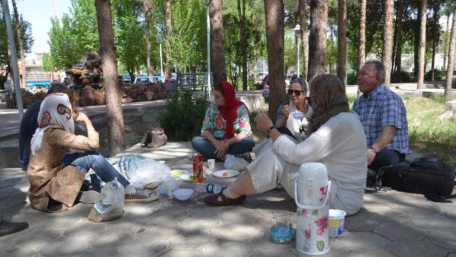 picknicking in Nain