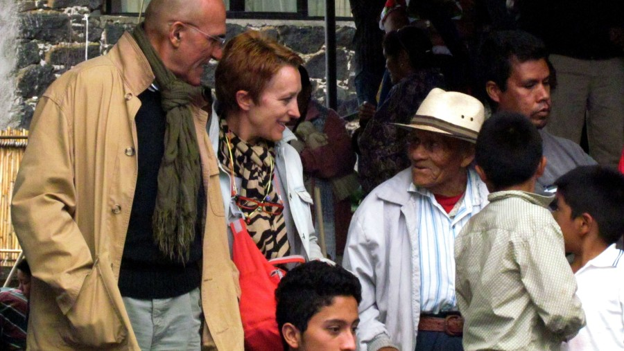 Briggite & Jean Charles from Mexique Dévouverte in their Exploration Tour in México, making purépechas friends at Ucazanastacua, Michoacán