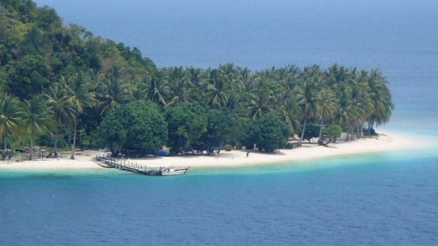 Pagang Island seen from heigh at Pamutusan Island