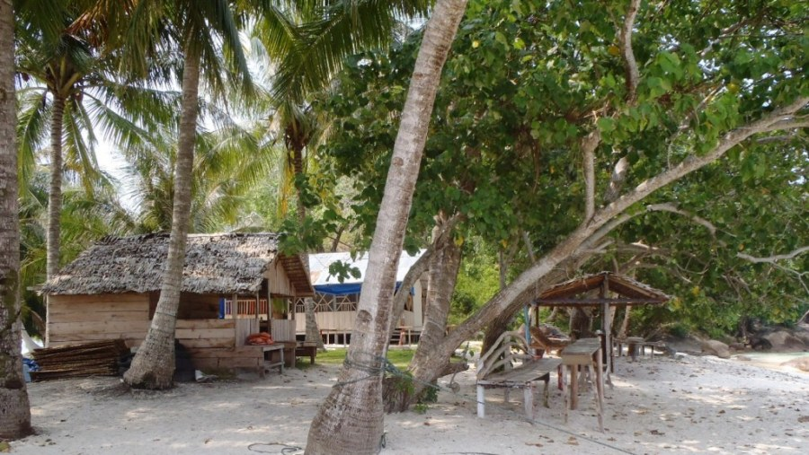 Place to stay at Pamutusan Island