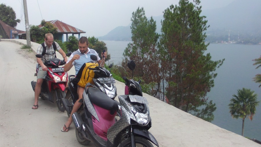quick stop taking photo on the way to lake sidihoni