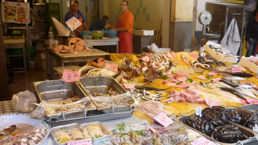 Mercato Ballarò (banchi di frutta)