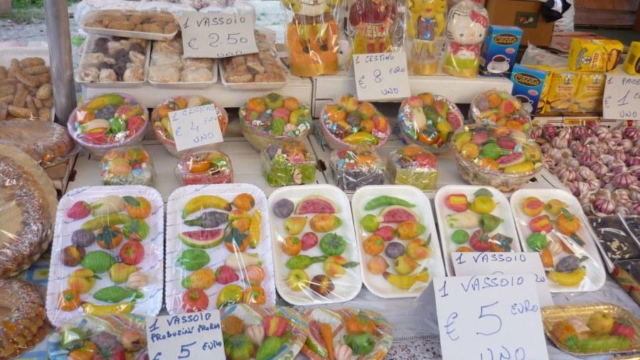 Mercato Ballarò (frutta di martorana e pupi di zucchero)