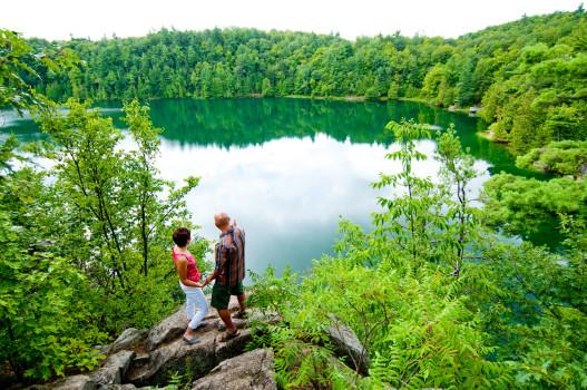 Parc de la Gatineau-Lac Pink-Rando autour d'un lac méromictique