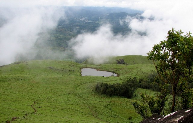 wayanad-heartshaped-lake