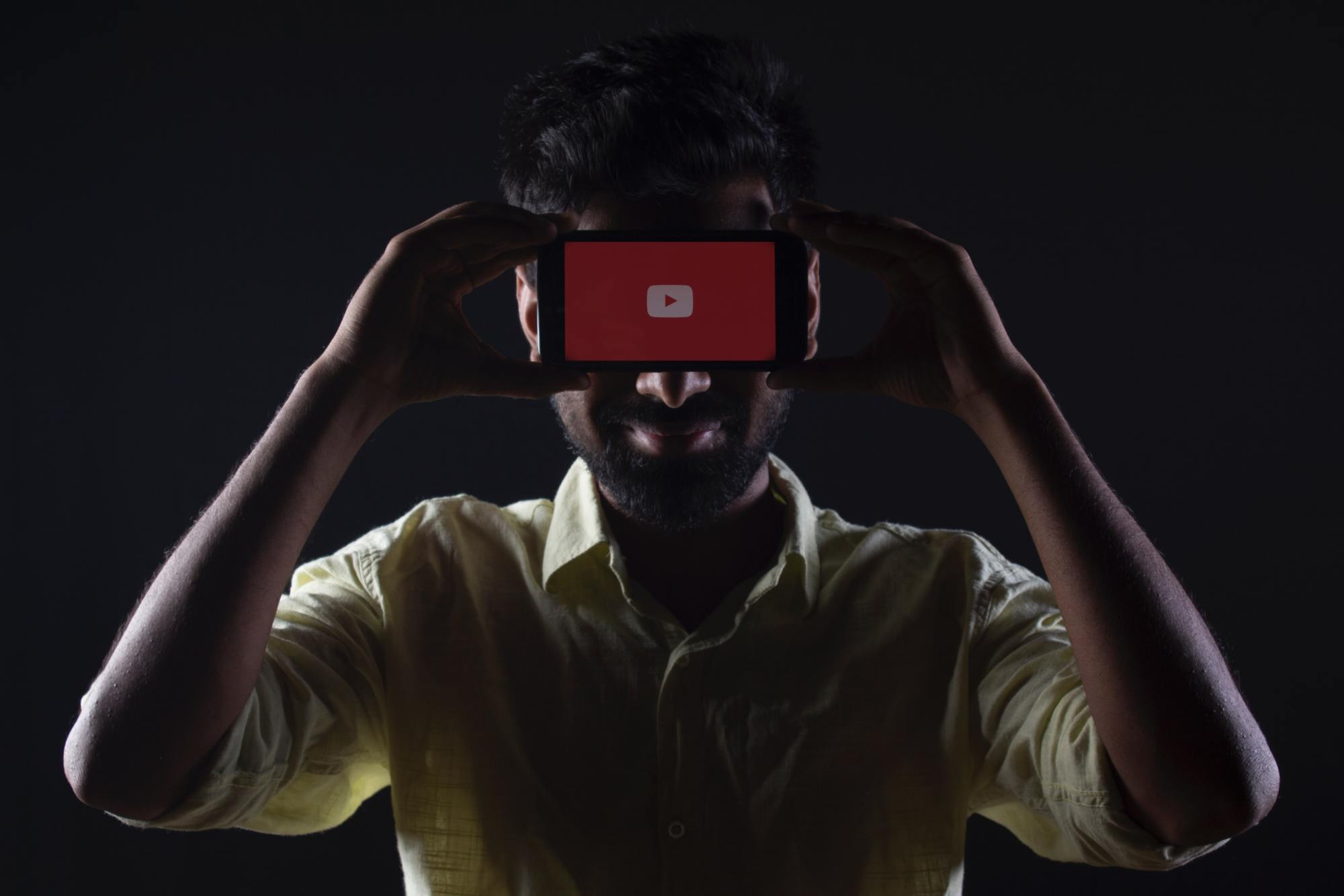 Man holds a camera phone
