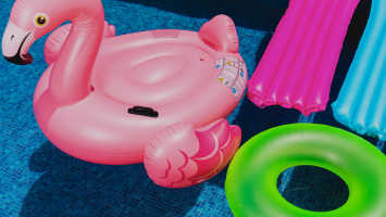 Own an inflatable swimming pool to stay cool in Dubai