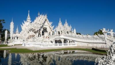 タイ北部のチェンライにある白い地獄寺「Wat Rong Khun」が絶景!
