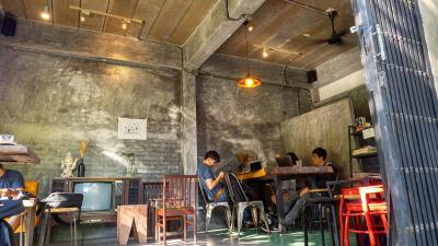お酒も飲める!緑溢れる開放感あるカフェ「8 Days a week」