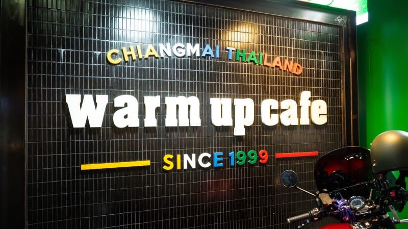 ライブハウスも併設されているレストラン「warm up cafe」