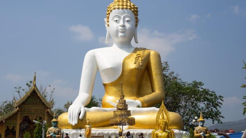チェンマイでタイ人に人気な「Wat Phra That Doi Kham」