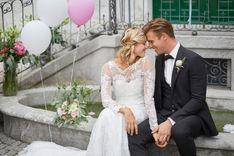 Hochzeitspaar am Brunnen