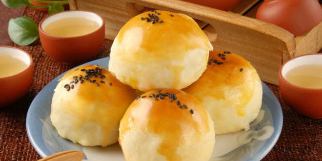 Taiwanese egg yolk shortcake, one of the most delicious Asian desserts.