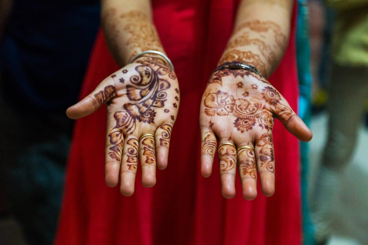 MAL.Henna Hände