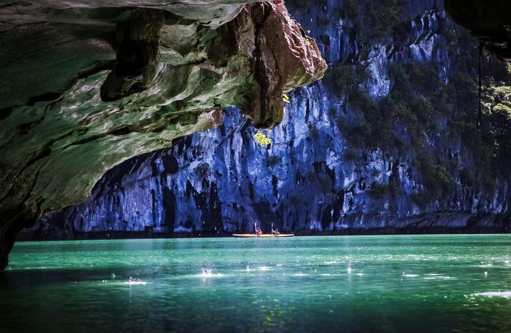 Vietnam.Halong Bay Kajak