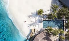 Strand und Hotel auf den Malediven