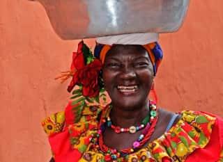 COL.Cartagena.Frau mit Obstkorb