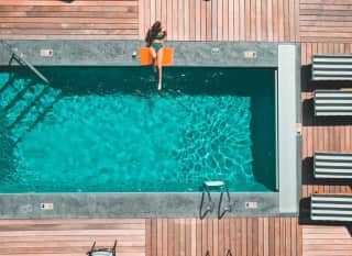 Influencer Hotel Pool