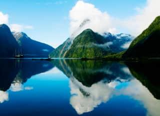 NZ.Milford Sound.Fjord